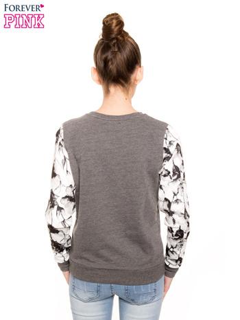 Szara bluza dresowa z rękawami w motyw kwiatowy                                  zdj.                                  3
