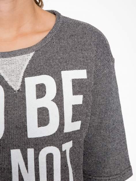 Szara bluza z nadrukiem TO BE OR NOT TO BE                                  zdj.                                  6