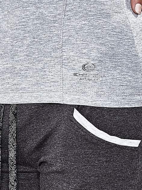 Szara bluzka sportowa z dekoltem V                                  zdj.                                  6