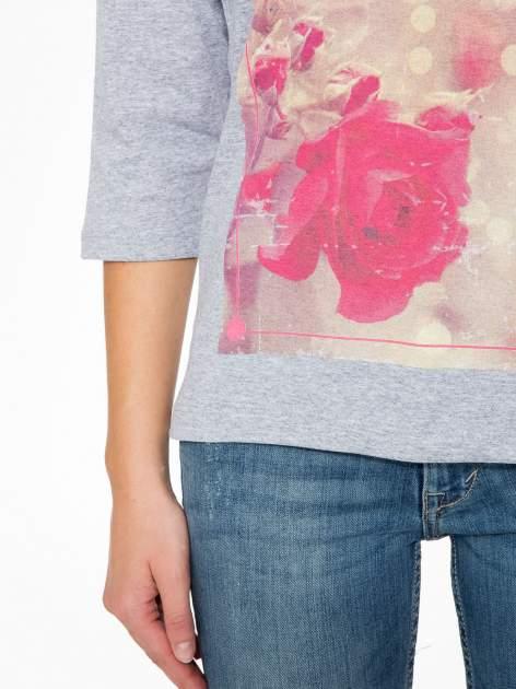 Szara bluzka z nadrukiem róży i napisem BELIEVE                                  zdj.                                  7
