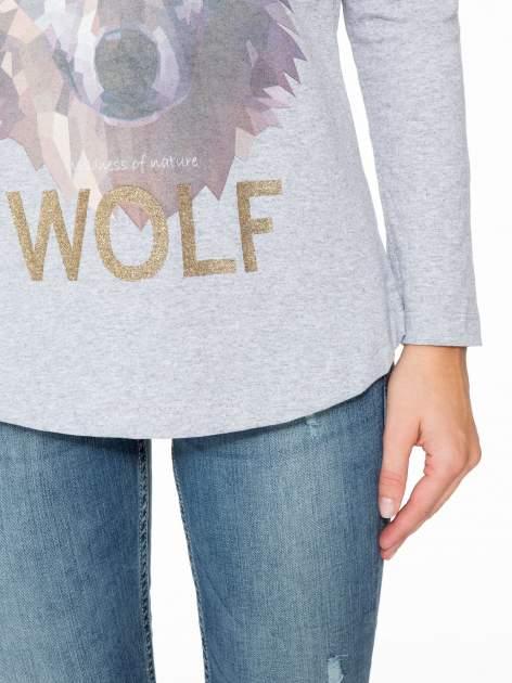 Szara bluzka z nadrukiem wilka i brokatowym napisem WOLF                                  zdj.                                  7