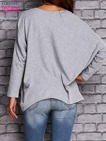 Szara bluzka z rękawem nietoperz                                  zdj.                                  4