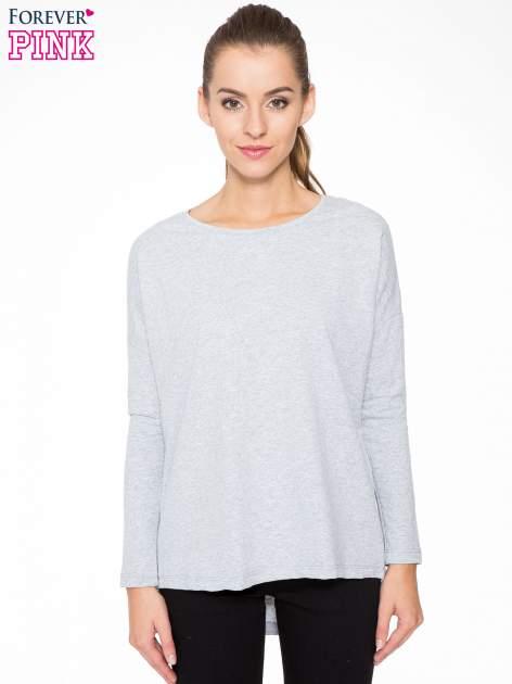 Szara dresowa bluza z dłuższym tyłem i obniżoną linią ramion                                  zdj.                                  1