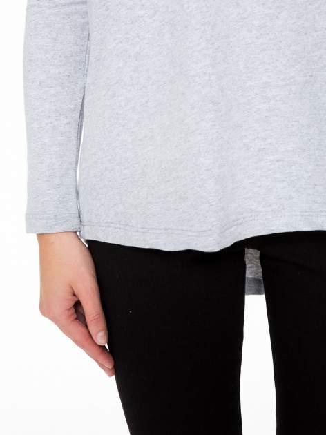 Szara dresowa bluza z dłuższym tyłem i obniżoną linią ramion                                  zdj.                                  7