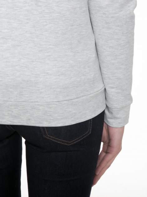 Szara dresowa bluza z nadrukiem pandy                                  zdj.                                  8