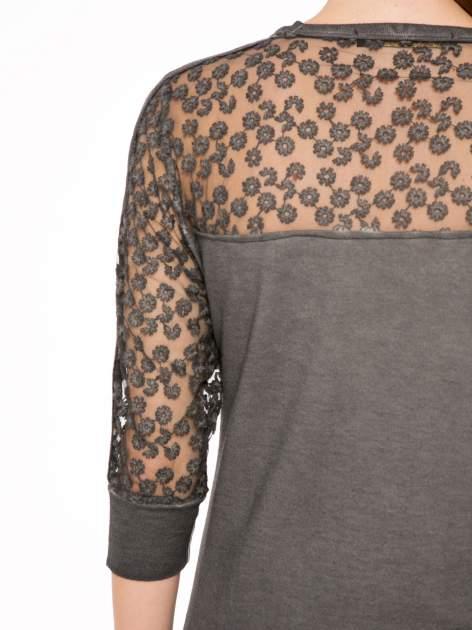 Szara dresowa sukienka z koronkowym karczkiem                                  zdj.                                  9