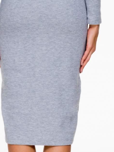 Szara dzianinowa sukienka tuba z golfem                                  zdj.                                  7