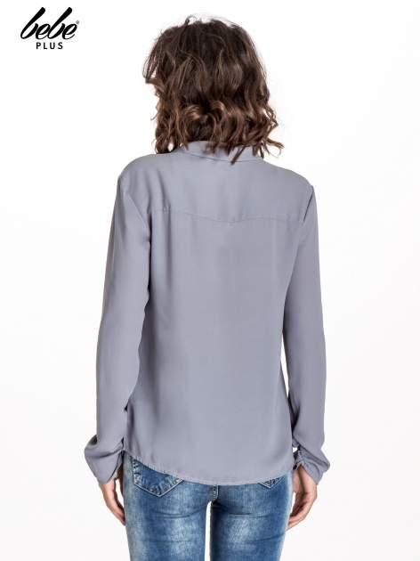 Szara koszula z kokardą z frędzlami                                  zdj.                                  3