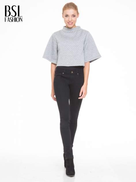 Szara kraciasta bluzka z kloszowanymi rękawami i półgolfem                                  zdj.                                  2