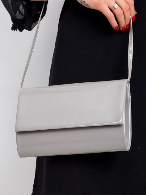 Szara lakierowana torebka kopertówka