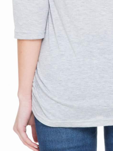 Szara luźna bluzka z rękawem 3/4                                  zdj.                                  7