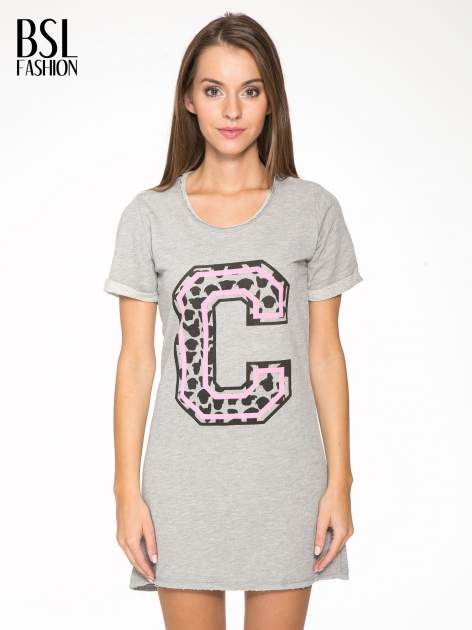 Szara luźna sukieka z nadrukiem litery C
