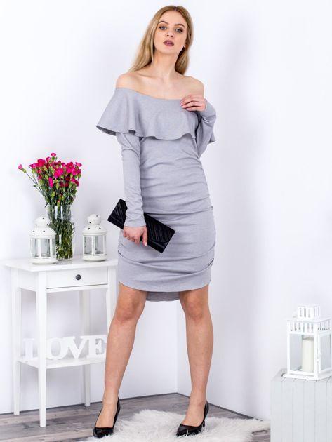 Szara marszczona sukienka z dekoltem carmen                              zdj.                              4