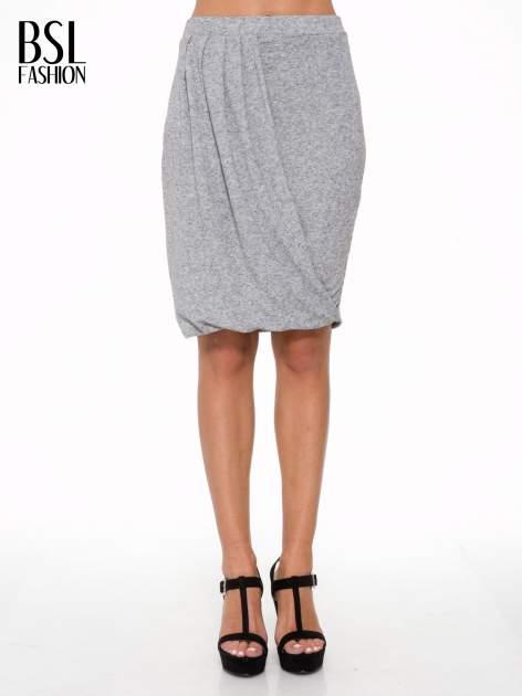 Szara melanżowa spódnica z drapowaniem