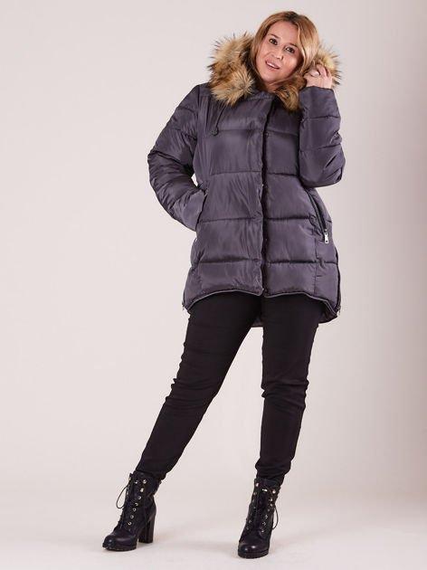 Szara pikowana kurtka damska z futerkiem PLUS SIZE                              zdj.                              5