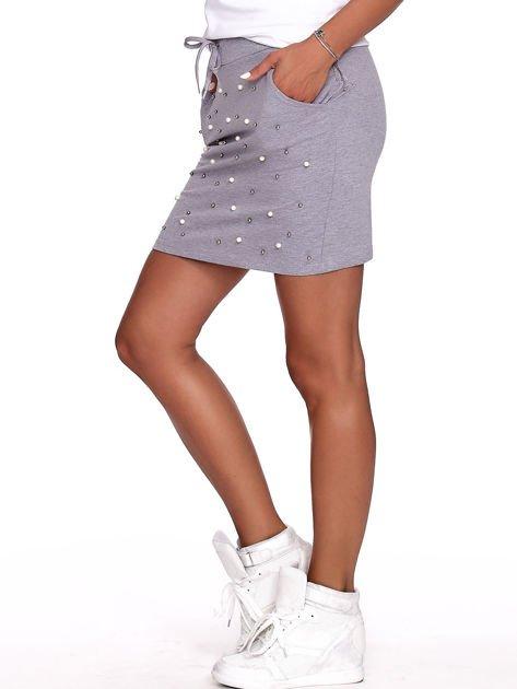 Szara spódnica dresowa z perełkami i kieszeniami                              zdj.                              3