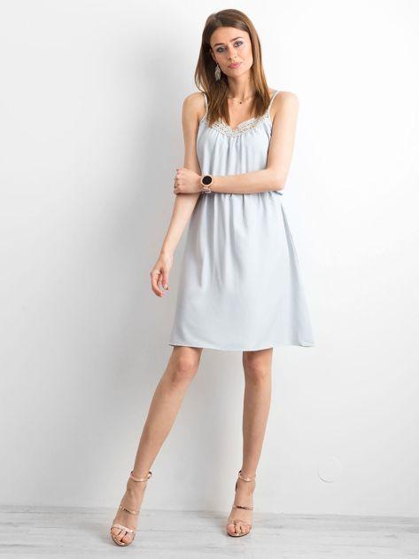 Szara sukienka damska na ramiączkach                              zdj.                              4