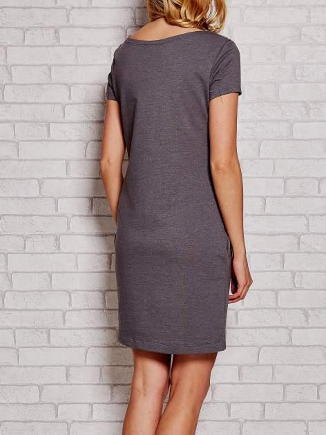 Szara sukienka dresowa z kieszeniami                                  zdj.                                  4