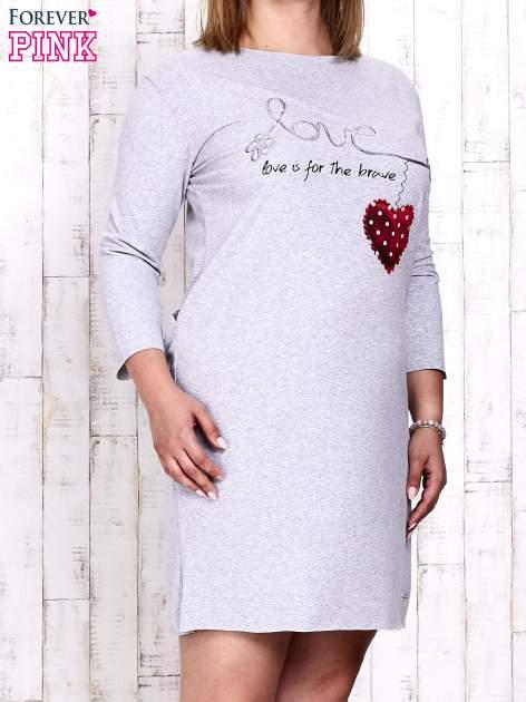 Szara sukienka dresowa z napisem LOVE PLUS SIZE                                  zdj.                                  1
