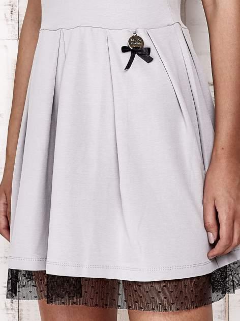 Szara sukienka dresowa z tiulem w groszki                                  zdj.                                  5