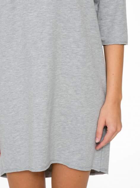 Szara sukienka oversize z surowym wykończeniem                                  zdj.                                  7