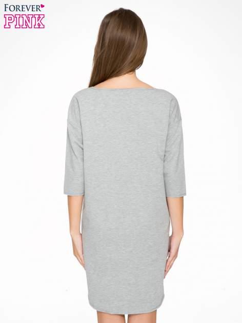 Szara sukienka oversize z surowym wykończeniem                                  zdj.                                  4