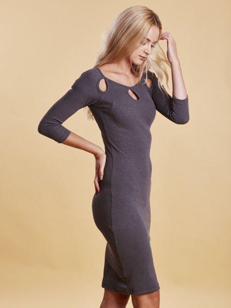 Szara sukienka w prążek z wycięciami                              zdj.                              5