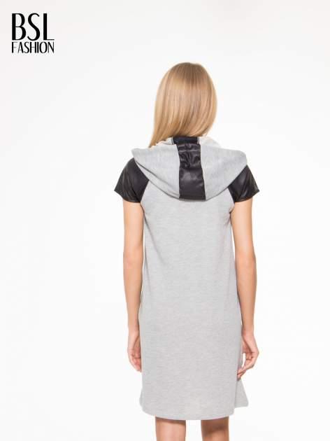 Szara sukienka z kapturem z wstawkami ze skóry                                  zdj.                                  4