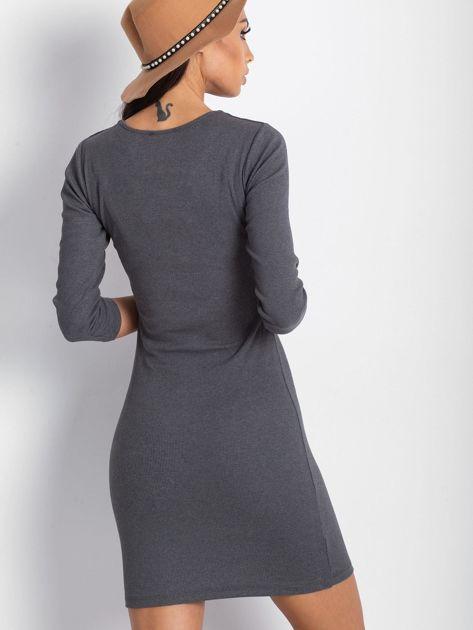 Szara sukienka z ozdobnymi kółeczkami przy dekolcie                              zdj.                              5
