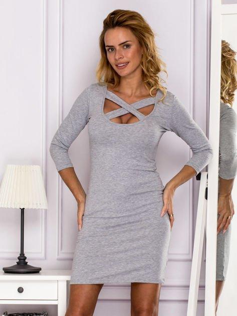 Szara sukienka z paskami przy dekolcie                               zdj.                              1