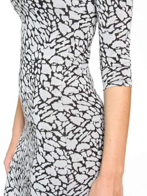 Szara wzorzysta sukienka maxi z rękawem 3/4                                  zdj.                                  7