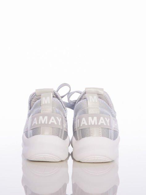 Szare ażurowe buty sportowe Rue Paris z przezroczystymi szlufkami i białymi napisami                              zdj.                              3