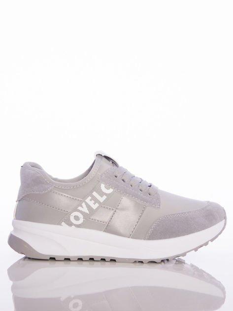 Szare buty sportowe Rue Paris na sprężystej podeszwie z ozdobnymi napisami                                  zdj.                                  1