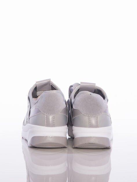 Szare buty sportowe Rue Paris na sprężystej podeszwie z ozdobnymi napisami                                  zdj.                                  3
