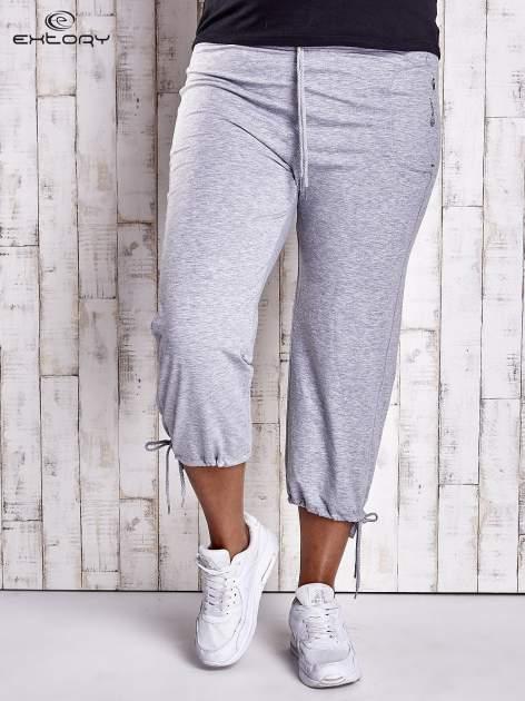 Szare dresowe spodnie capri z troczkami PLUS SIZE                                  zdj.                                  1