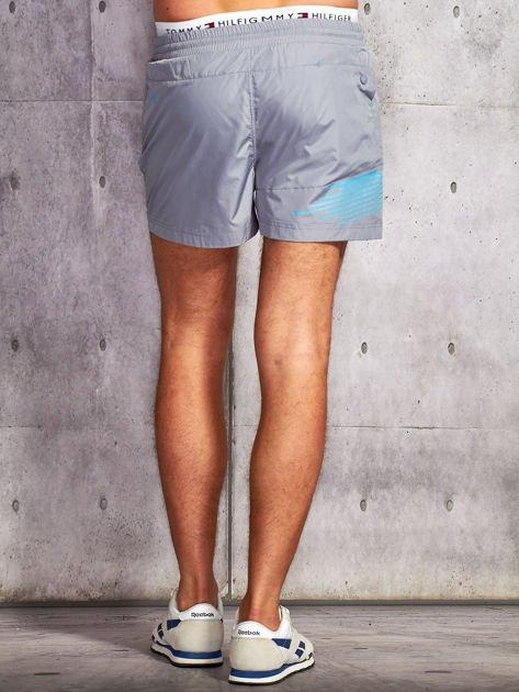 Szare męskie szorty kąpielowe z nadrukiem                              zdj.                              2