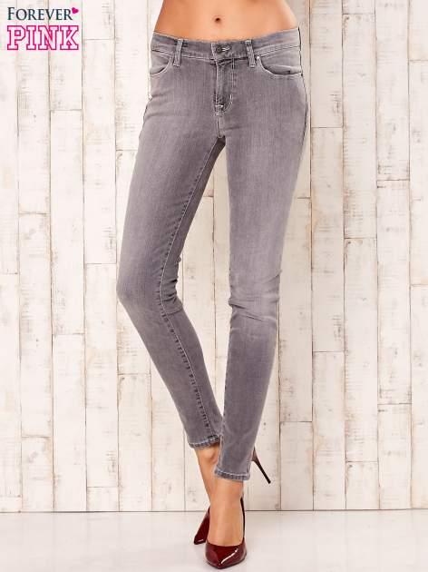 Szare przecierane spodnie regular                                  zdj.                                  1