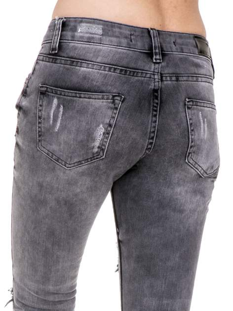 Szare rozjaśniane spodnie jeansowe 7/8 z rozdarciami                                  zdj.                                  8