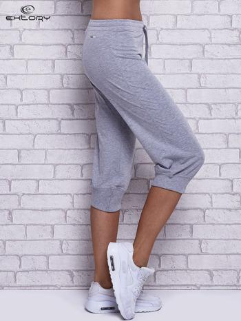 Szare spodnie capri z wszytą kieszonką                                  zdj.                                  3