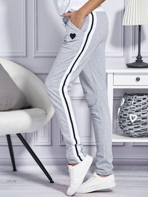 Szare spodnie dresowe z kolorowymi lampasami                                  zdj.                                  5