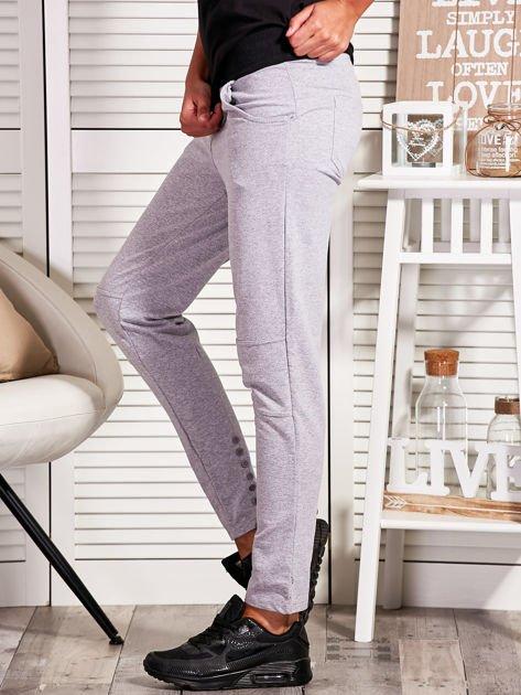 Szare spodnie dresowe z kontrastowymi wstawkami                                  zdj.                                  3