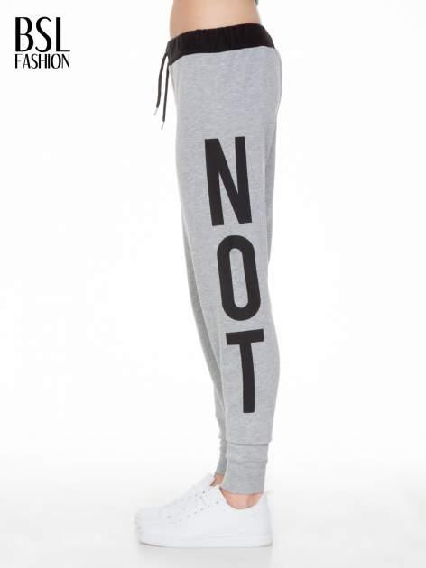 Szare spodnie dresowe z nadrukiem WHY NOT z boku nogawek                                  zdj.                                  4