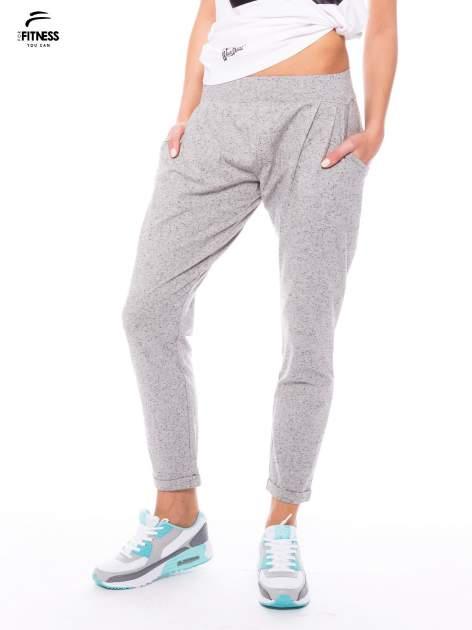 Szare spodnie dresowe z prostą nogawką                                  zdj.                                  1