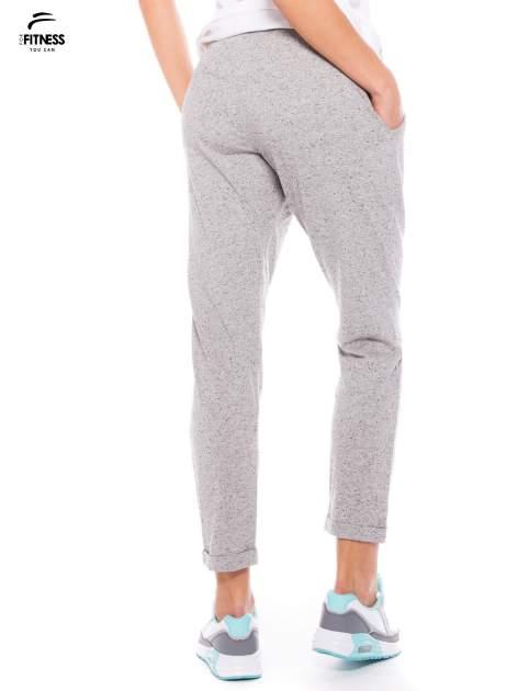 Szare spodnie dresowe z prostą nogawką                                  zdj.                                  5