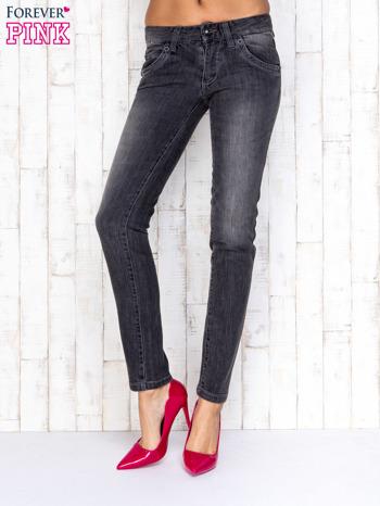 Szare spodnie jeansowe z przetarciami                                   zdj.                                  1