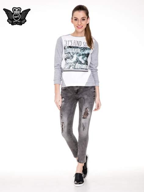 Szare spodnie skinny jeans z dziurami podszytymi koronką                                  zdj.                                  2