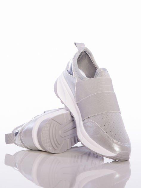 Szare wsuwane buty sportowe Rue Paris z ażurową cholewką i opalizującymi wstawkami                                  zdj.                                  4