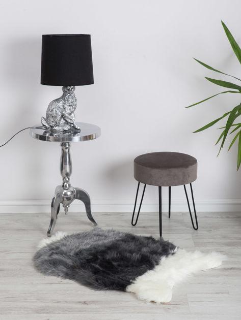 Szaro-biały futrzany dywanik