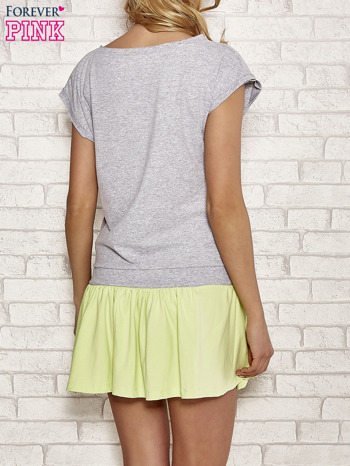 Szaro-zielona dresowa sukienka tenisowa z kieszonką                                  zdj.                                  4