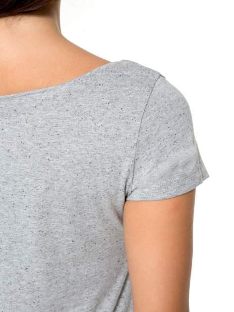 Szary bawełniany t-shirt z nadrukiem tekstowym WAKE UP WORK OUT                                  zdj.                                  9